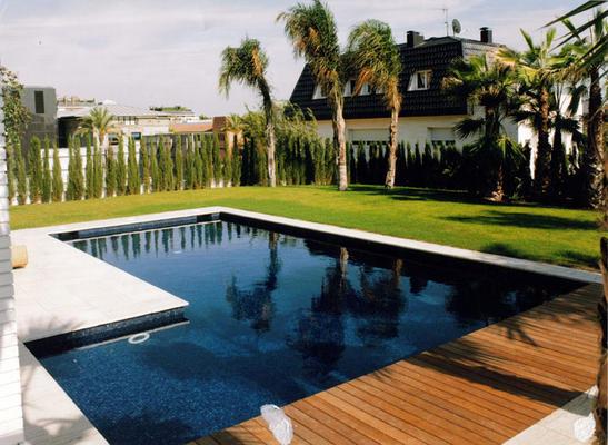 Servicio integral de mantenimiento de jardines y piscinas for Piscina lujo